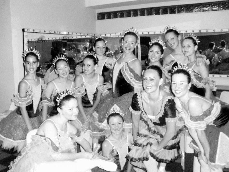 58d7be5f60 Jazz Valsa das Horas Valsa das Horas na Competição do Bravos. Minhas amigas  do Ballet. Fada Branca ...