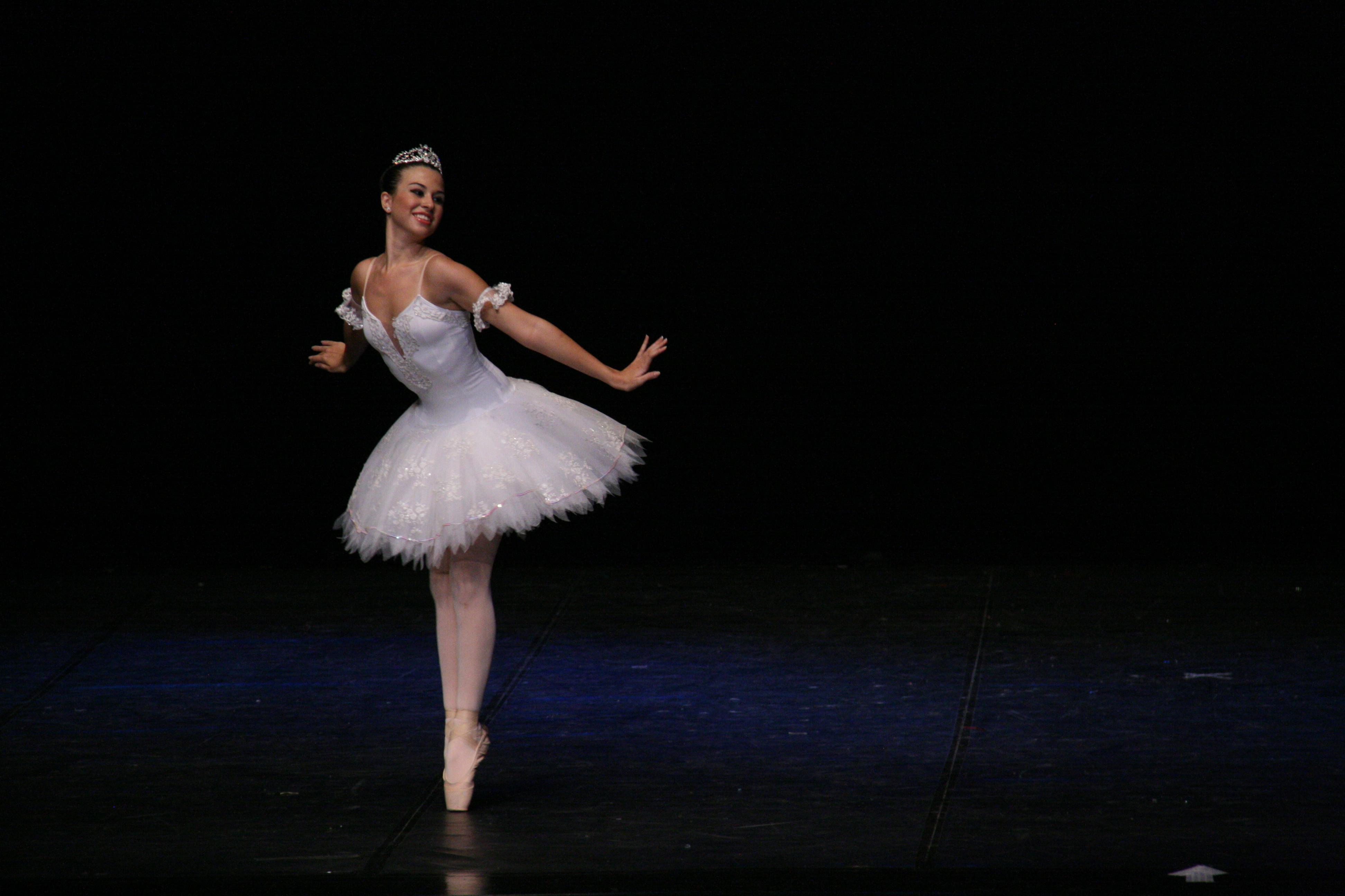 44724cca35 Fiz um TITI TUTU lindo! Participei de várias competições e apresentações  com a variação de Fada Branca. Festival ...