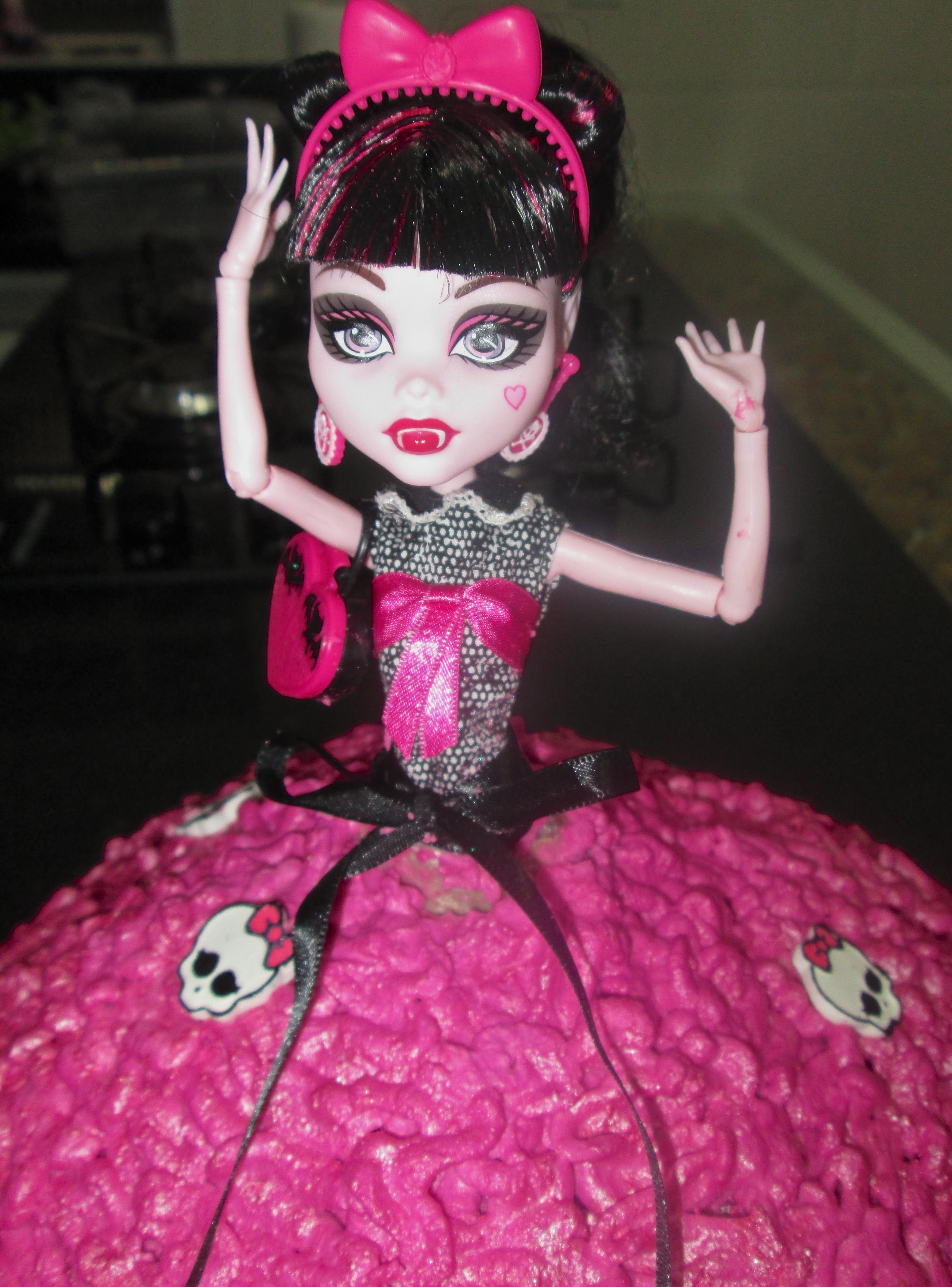 Brincando De Ana Maria  Bolo Da Monster High